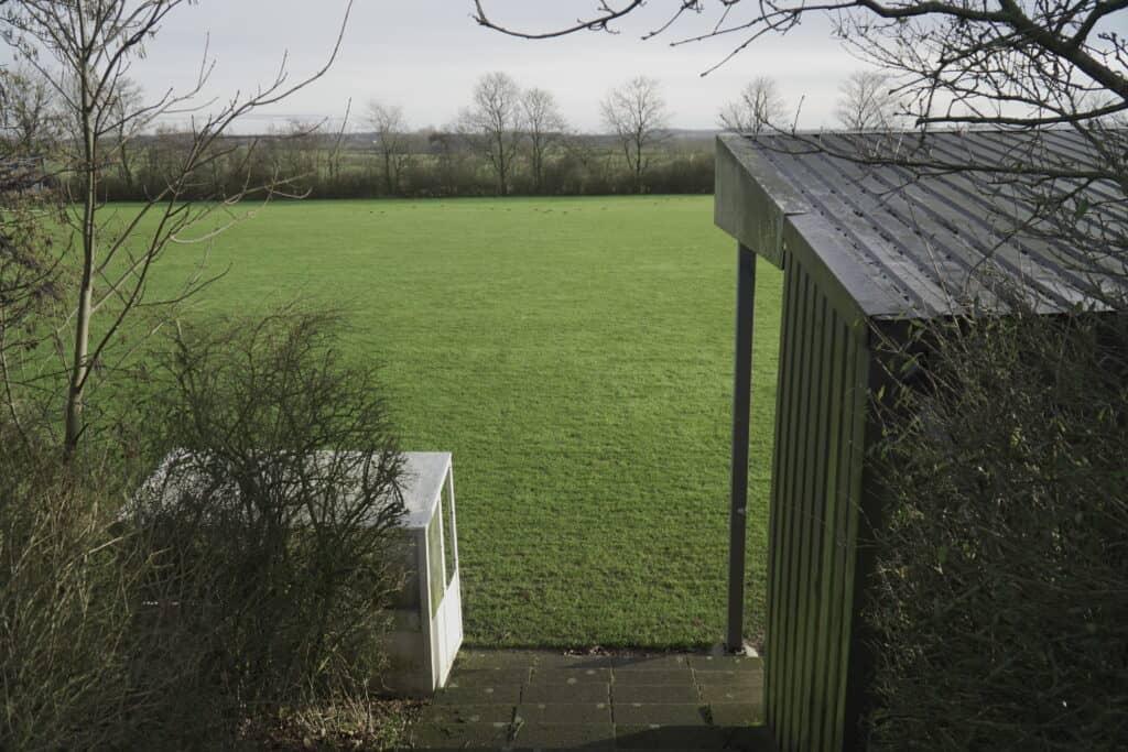 Billede fra Lem boldklubs store bane set fra bagside af tribune